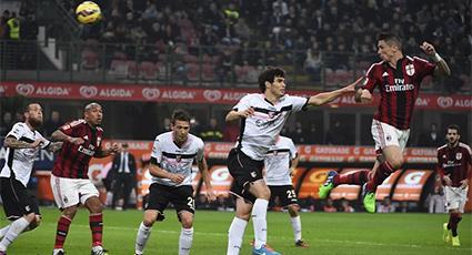 El Milan se atasca en la roca del Palermo y sufre su segunda derrota en San Siro (0-2)