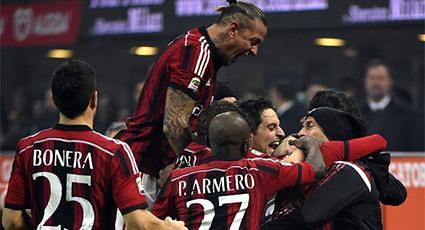 El Milan doblega al Nápoles y sitúa la 'zona Champions' a tiro (2-0)