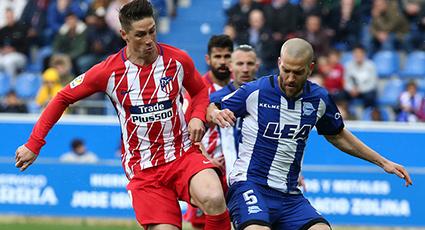 Trabajada victoria en Vitoria para un Atlético que ya piensa en el Arsenal (0-1)