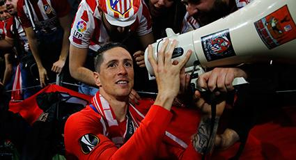 Torres, pura euforia rojiblanca: desde el Stade de Lyon al autobús del Atlético