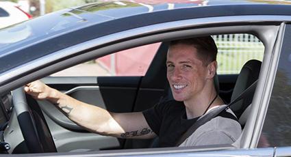 Fernando visita a la plantilla del Atlético de Madrid en Majadahonda